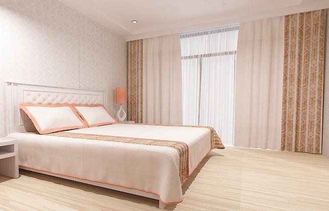 Готовый вариант текстильного оформления спальни. Стильный, элегантный комплект в золотистой цветовой гамме, создающий комфортную обстановку.
